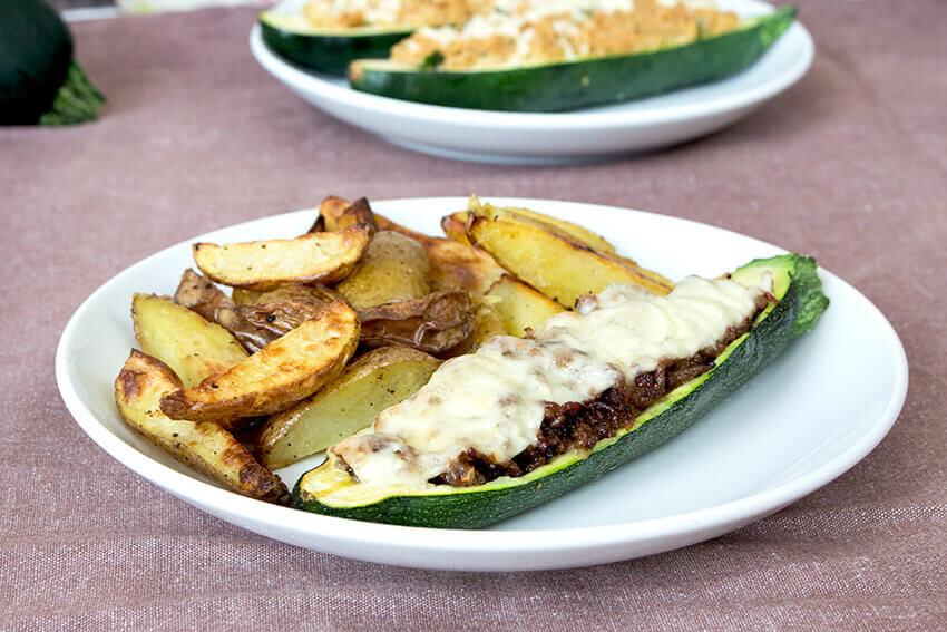Kombi-Rezept mit & ohne Fleisch: Gefuellte Zucchini vegetarisch mit Couscous oder klassisch mit Faschiertem