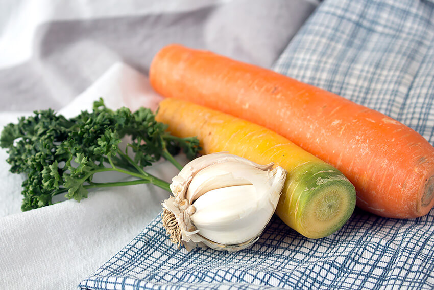 Kombi-Rezept mit und ohne Fleisch: Vegane Spaghetti Bolognese mit Grünkern und für Fleischesser mit Faschiertem