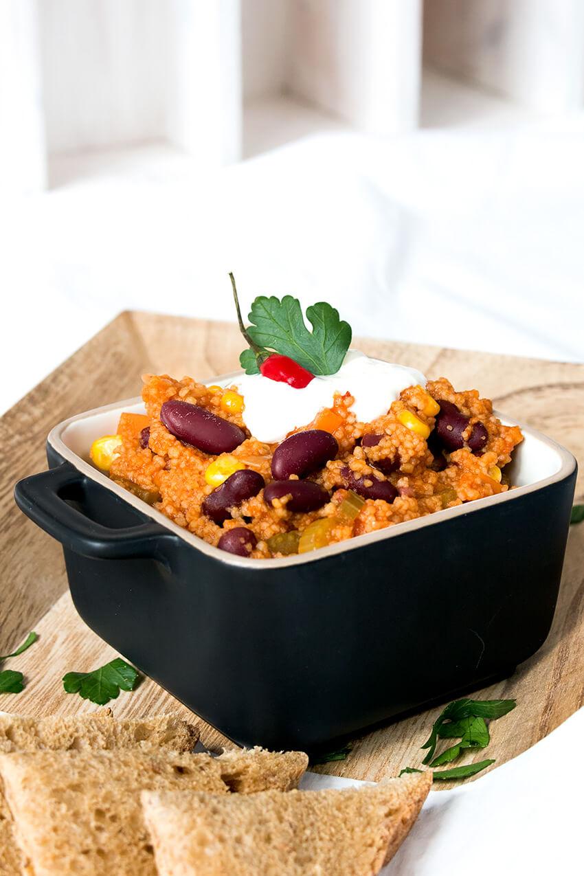 Kombi-Rezept mit & ohne Fleisch: Chili vegan mit Couscous oder klassisch mit Faschiertem